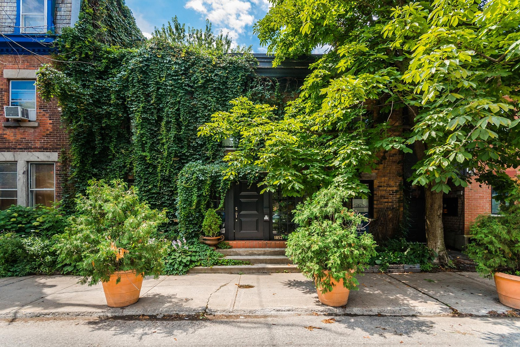 Nhà ở một gia đình vì Bán tại Ville-Marie (Montréal), Montréal 1852 Rue Plessis Montreal, Quebec H2L2Y2 Canada