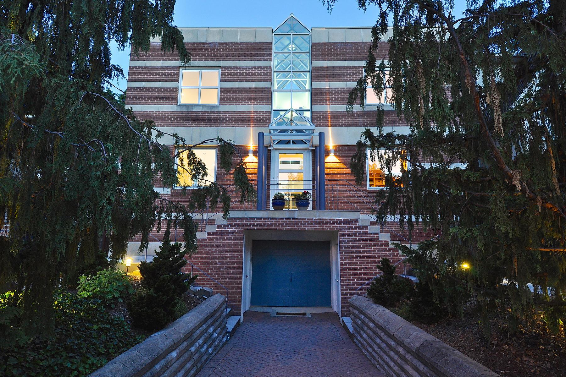 Property For Sale at 17 Douglas Crescent, Toronto