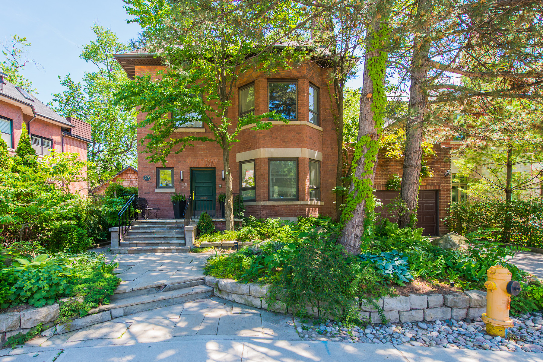 独户住宅 为 销售 在 A Home for All Seasons 多伦多, 安大略省, M4W 2S5 加拿大