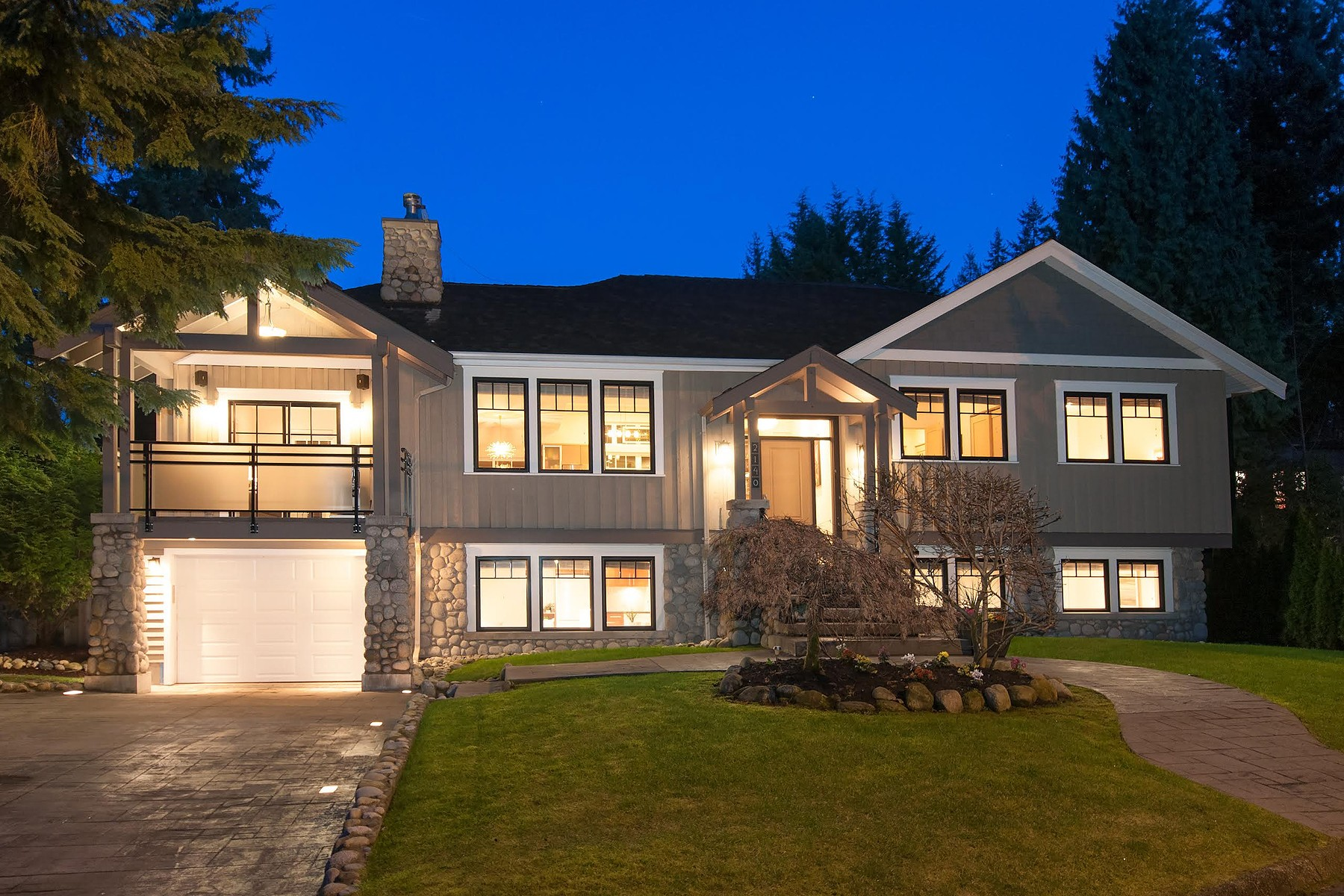 Villa per Vendita alle ore Beautiful West Coast Craftsman 2140 Pemberton Avenue North Vancouver, Columbia Britannica V7P 2T1 Canada