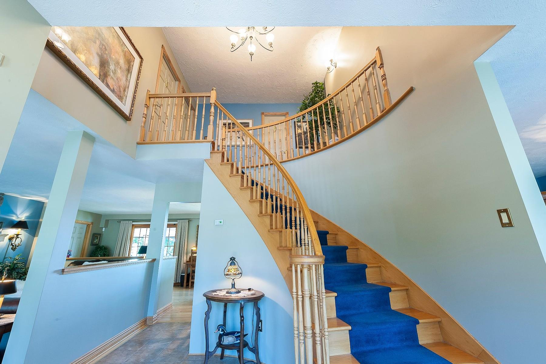 Additional photo for property listing at Mont-Saint-Hilaire, Montérégie 1343 Ch. des Patriotes N. Mont-Saint-Hilaire, Quebec J3G4S6 Canada