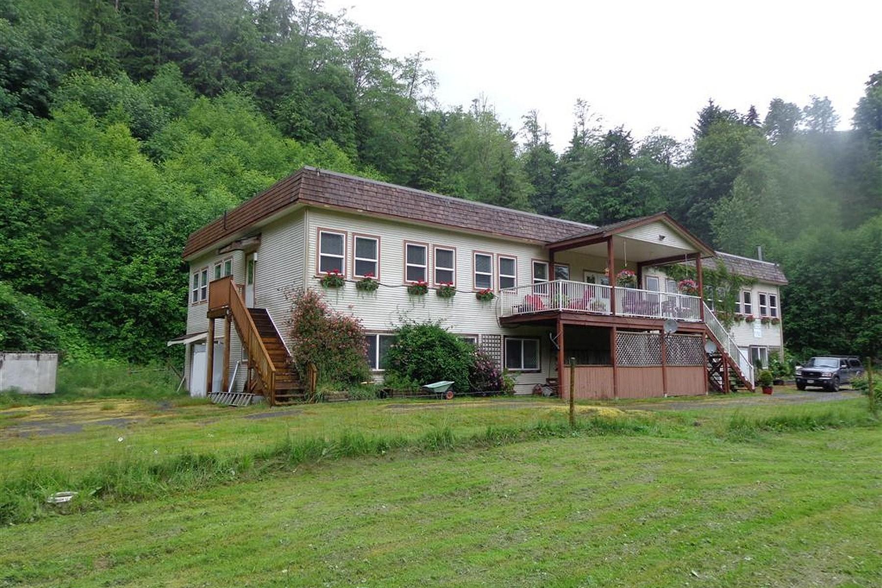 Autre résidentiel pour l Vente à Mt. H'Kusam View Lodge 1165 Salmon River Main Campbell River, Colombie-Britannique V0P1R0 Canada