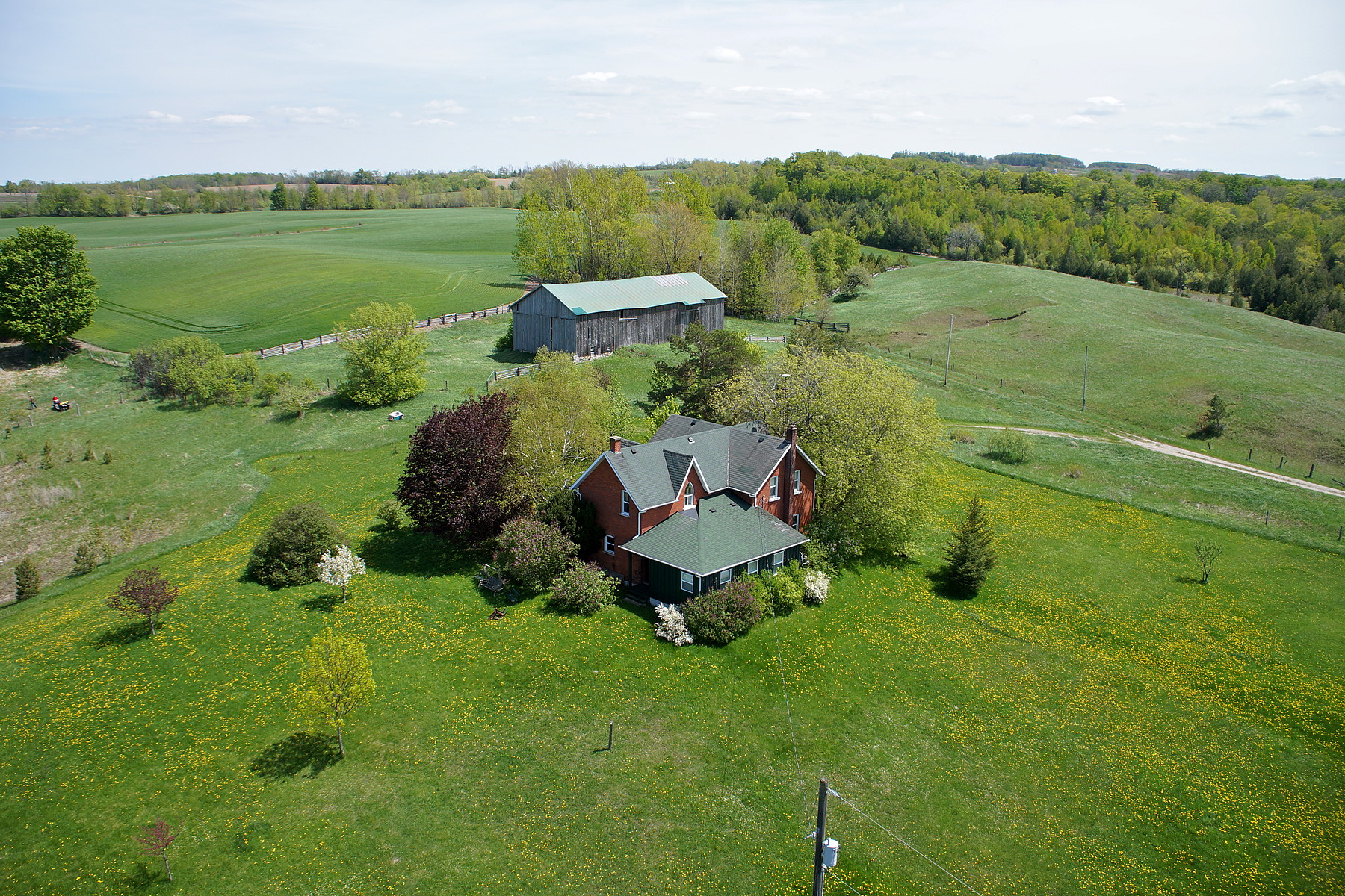 Single Family Home for Sale at Charming Farm House 1553 - 6 Nottawasaga Con S Clearview, Ontario, L0M1G0 Canada