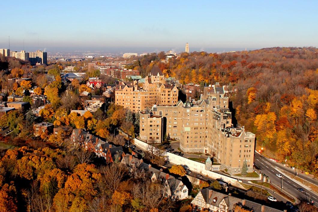 콘도미니엄 용 매매 에 Ville-Marie (Montréal), Montréal 3940 Ch. de la Côte-des-Neiges, Apt. C23 Montreal, 퀘벡주 H3H1W2 캐나다