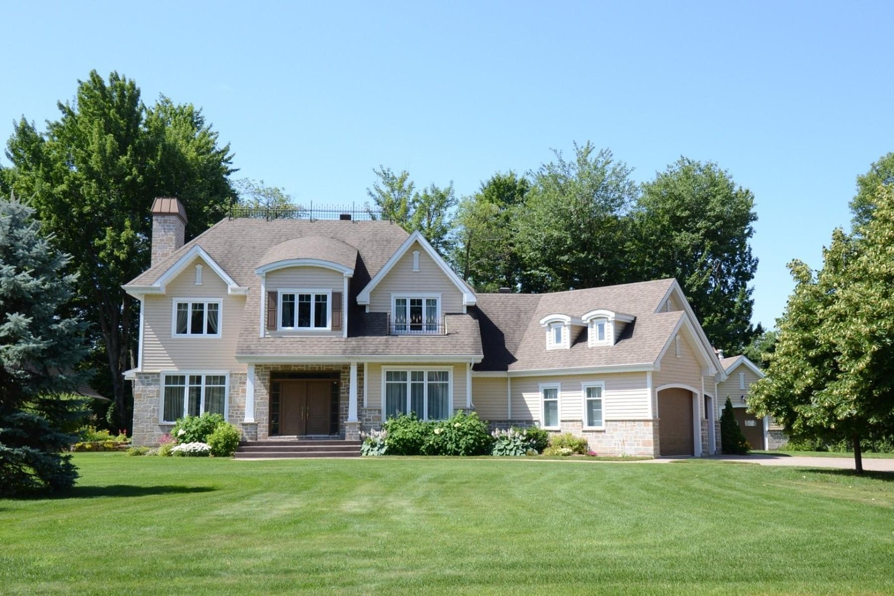 Частный односемейный дом для того Продажа на Notre-Dame-des-Prairies, Lanaudière 10 Av. des Iris Notre-Dame-Des-Prairies, Квебек J6E9J5 Канада