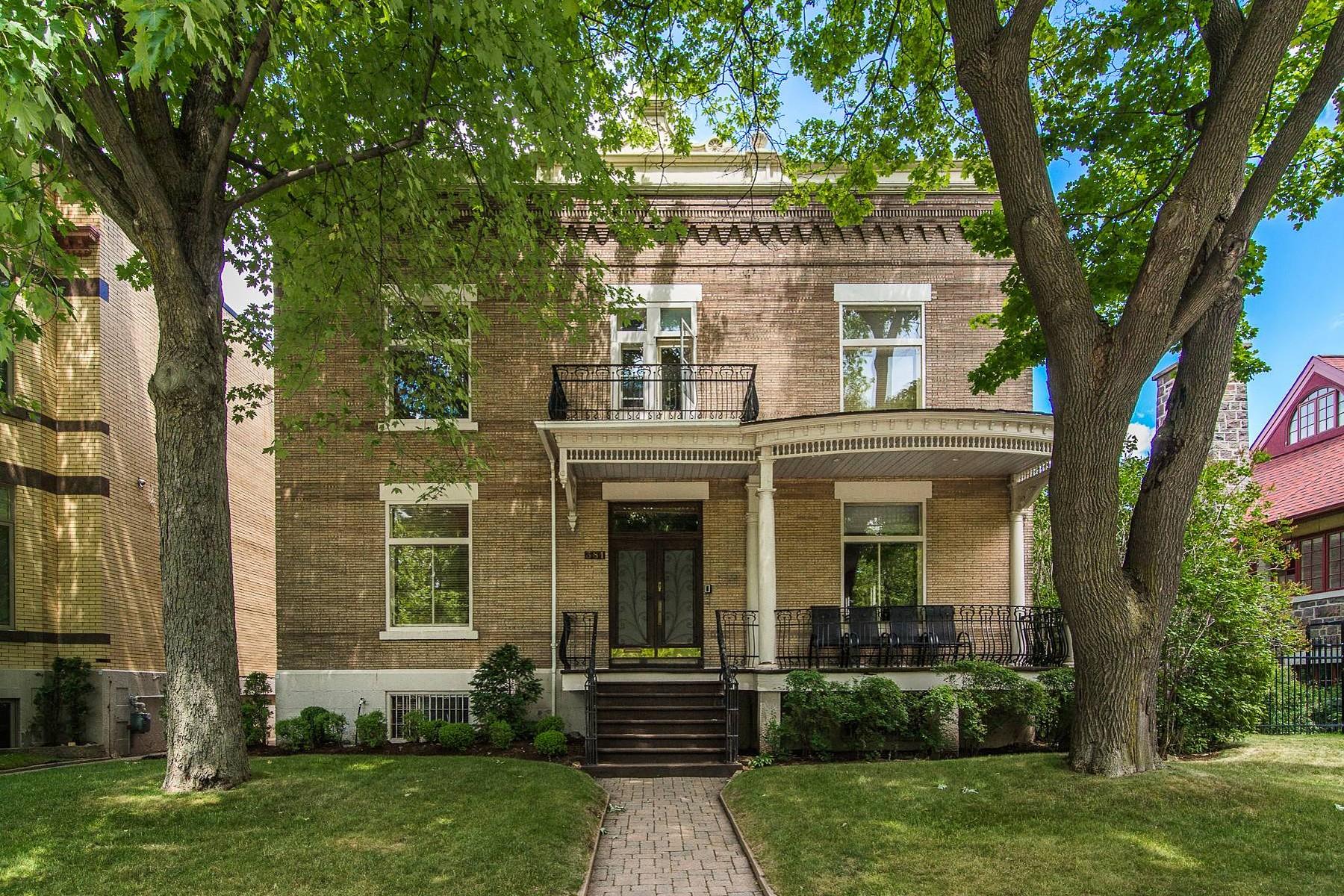 Частный односемейный дом для того Продажа на Outremont (Montréal), Montréal 381 Av. Bloomfield Outremont, Квебек, H2V3R7 Канада