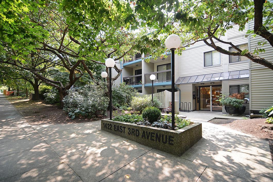 Nhà chung cư vì Bán tại Bright & Spacious Garden Suite 103-1422 E. 3rd Avenue Vancouver, British Columbia V5N 5R5 Canada