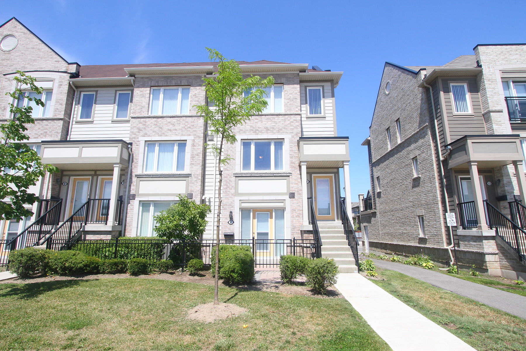 Townhouse for Sale at Beautiful Townhouse 2935 Hazelton Pl Th-01 Mississauga, Ontario, L5M0S3 Canada