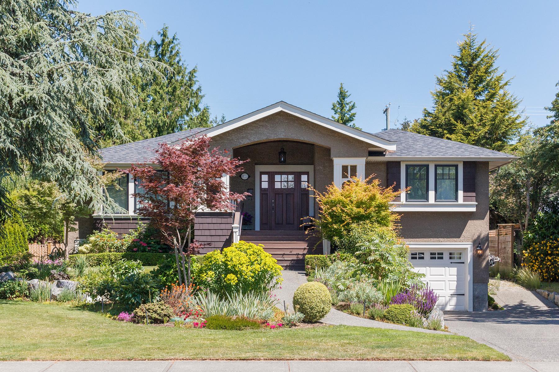 獨棟家庭住宅 為 出售 在 Stunning Award Winner 2128 Neil Street Victoria, 不列顛哥倫比亞省, V8R 3E4 加拿大