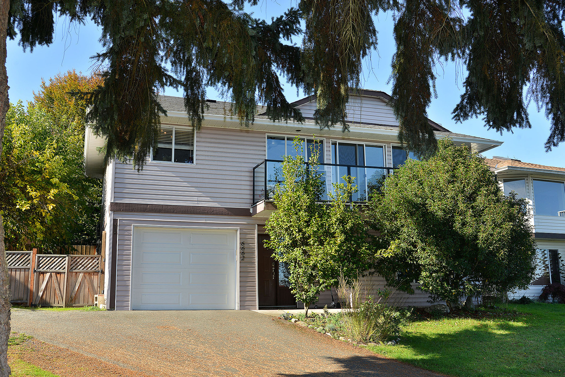 Tek Ailelik Ev için Satış at Mortgage Helper 6662 Rey Road Victoria, British Columbia V8Y 1V2 Kanada