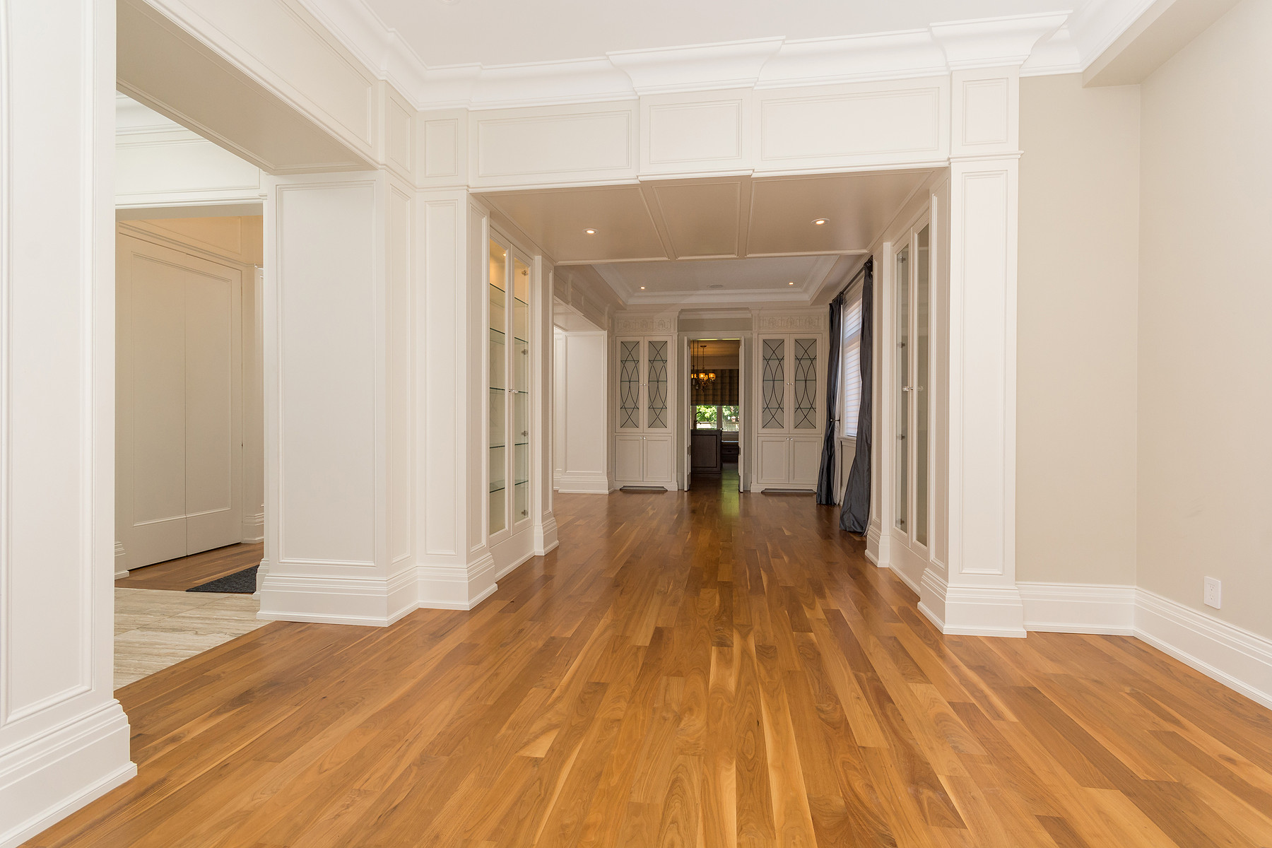 Additional photo for property listing at Executive Rental 190 Haddington Ave Toronto, Онтарио M5M2P8 Канада