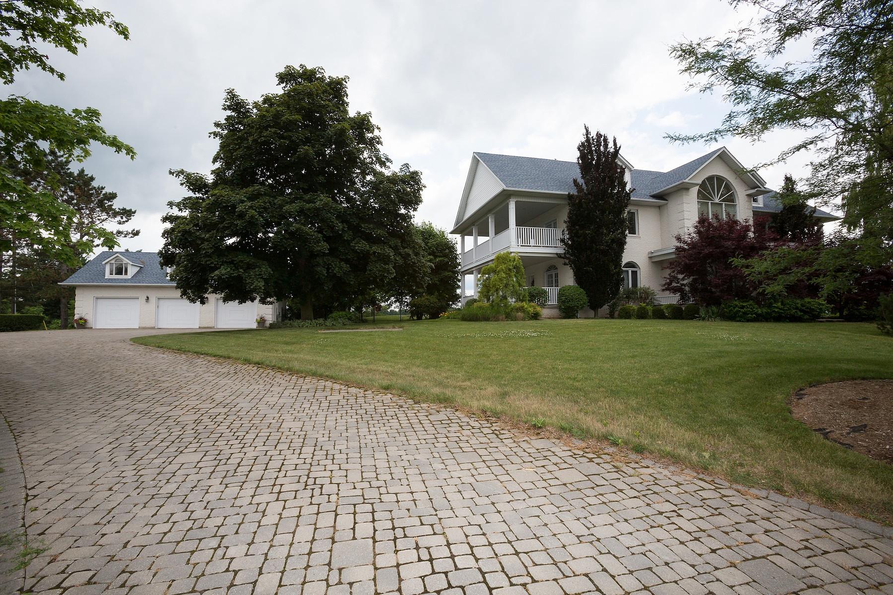 Maison unifamiliale pour l Vente à Brantford Equestrian Estate 91 Campbell Road Brantford, Ontario N3T 5L9 Canada