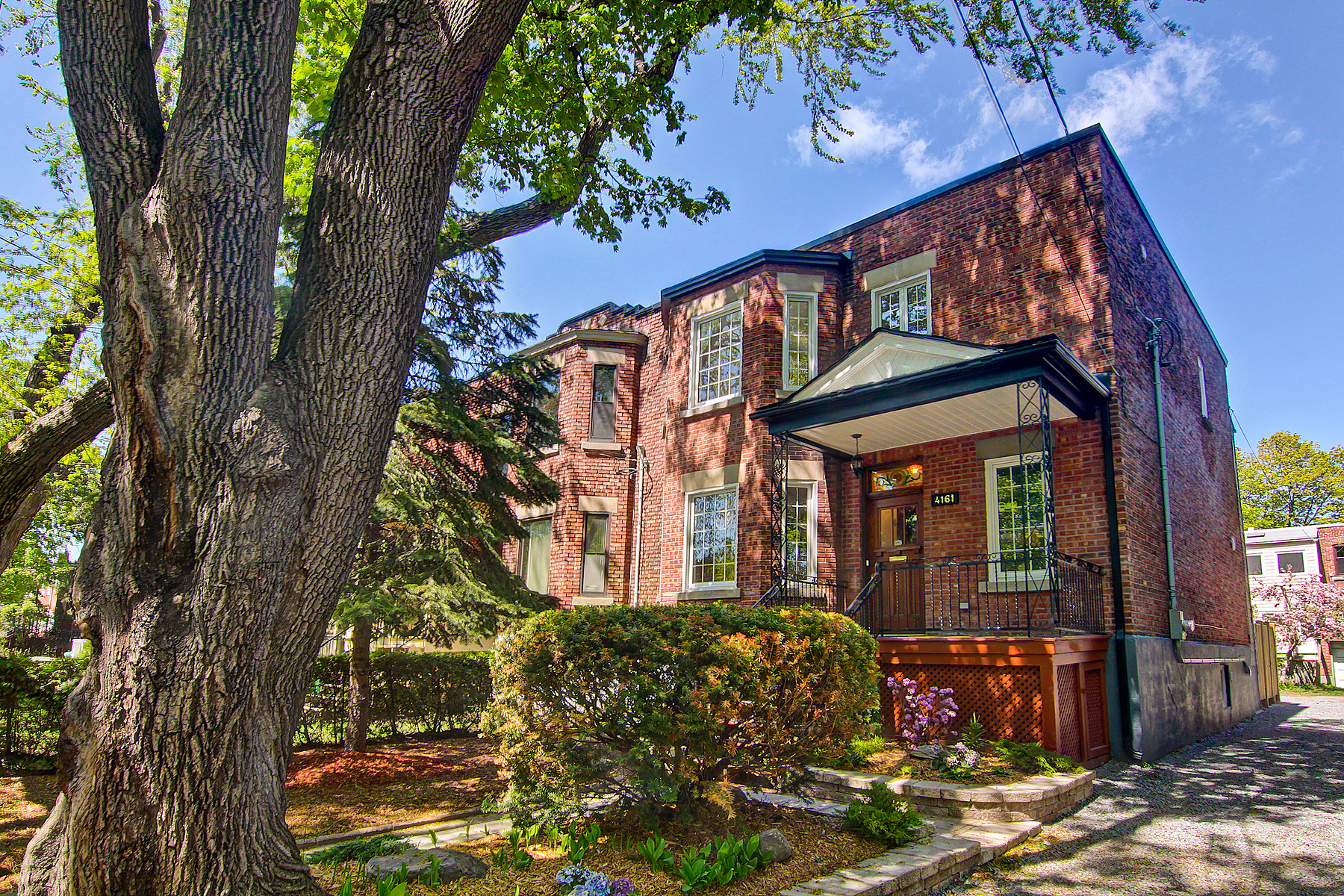 Single Family Home for Sale at Côte-des-Neiges / Notre-Dame-de-Grâce (Montréal), Montréal 4161 Av. Beaconsfield Montreal, Quebec H4A2H4 Canada