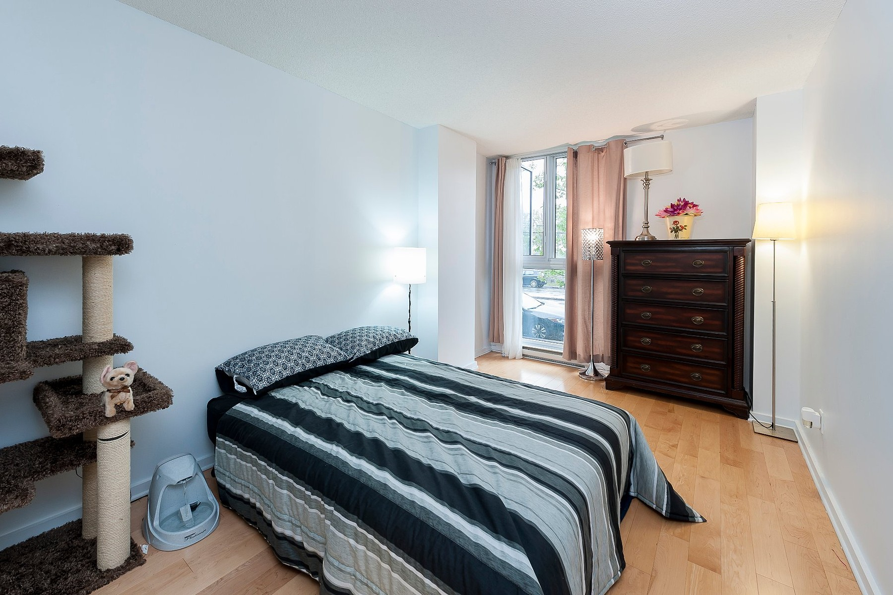Additional photo for property listing at Côte-des-Neiges / Notre-Dame-de-Grâce, Montréal 4950 Rue de la Savane, Apt. 104 Cote Des Neiges Notre Dame De Grace, Quebec H4P1T7 Canada