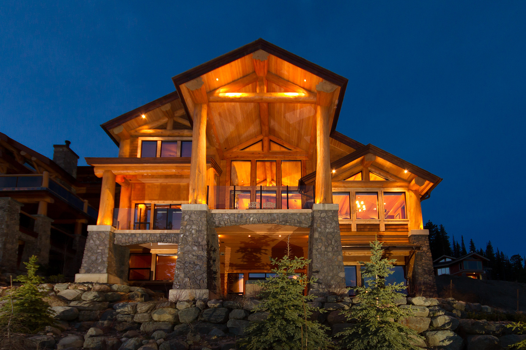 Maison unifamiliale pour l Vente à Ski-In / Ski-Out Log Post & Beam Chalet 4253 Bella Vista Drive Sun Peaks, Colombie-Britannique V0E 5N0 Canada
