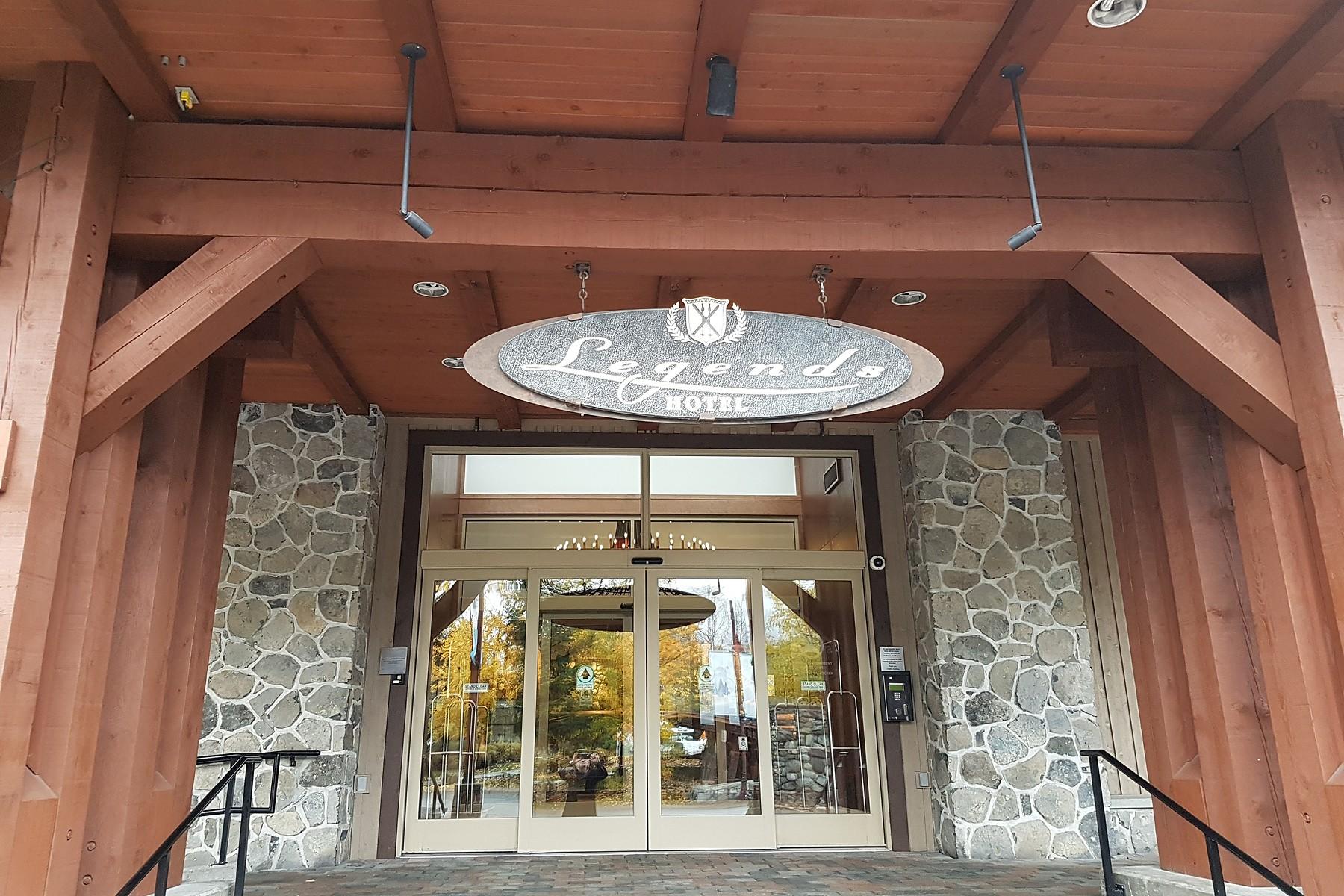 Condomínio para Venda às Whistler, Whistler & Squamish 204-a 2036 London Lane Whistler, Columbia Britanica, V0N 1B2 Canadá