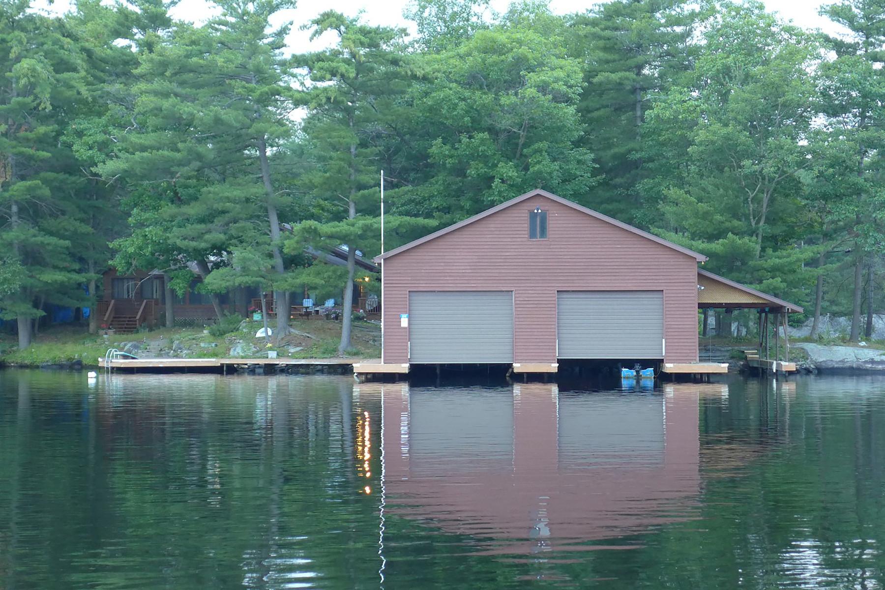 Casa Unifamiliar por un Venta en Georgian Bay Cottage 6041 Severn River Shore Georgian Bay, Ontario L0K1E0 Canadá