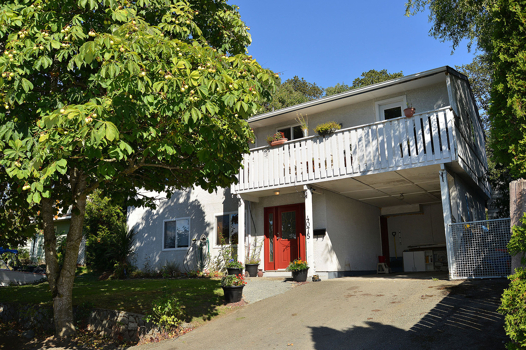 Tek Ailelik Ev için Satış at Well laid out home 4075 Carey Road Victoria, British Columbia V8Z 4G4 Kanada