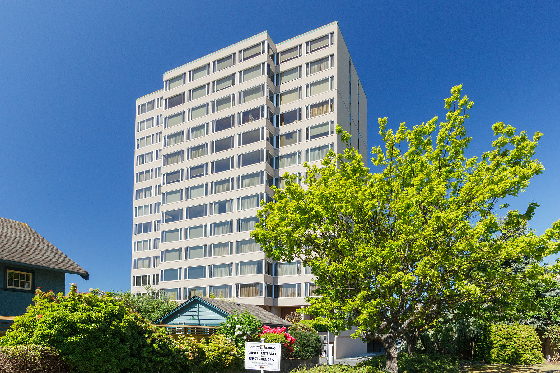 共管式独立产权公寓 为 销售 在 Large Panoramic View Condo 604-139 Clarence St. 维多利亚, 不列颠哥伦比亚省, V8V 2J1 加拿大
