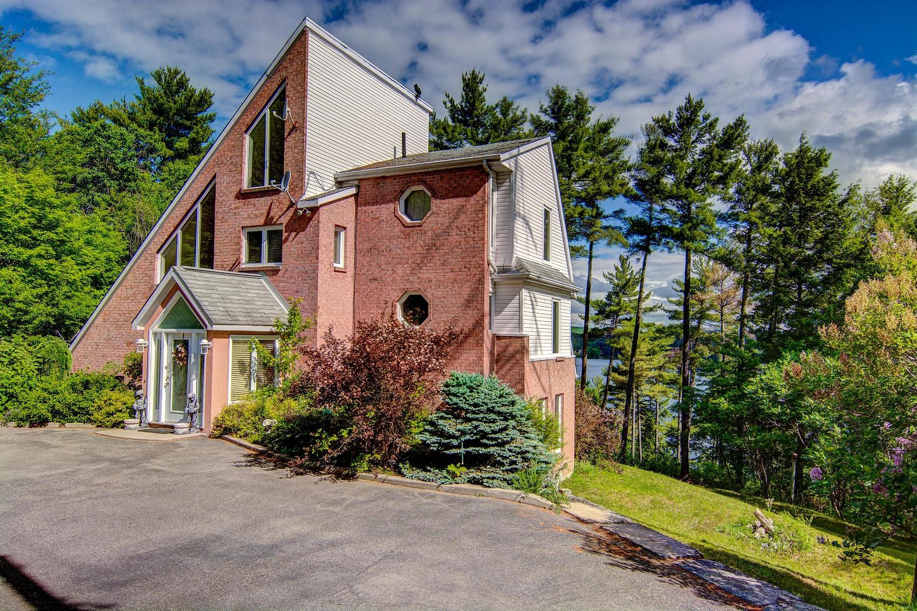 Casa para uma família para Venda às Val-des-Monts, Outaouais 143 Ch. du Domaine Val-Des-Monts, Quebec, J8N5B9 Canadá