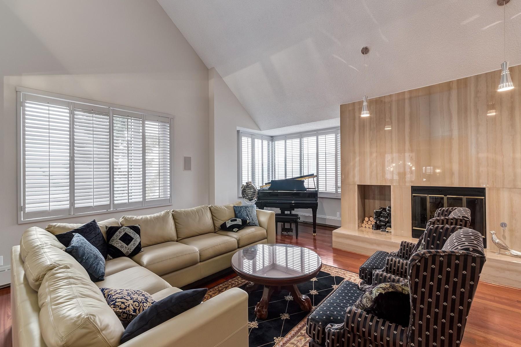 共管式独立产权公寓 为 销售 在 #500j 500 Eau Claire Avenue SW 卡尔加里, 阿尔伯塔, T2P 3R8 加拿大