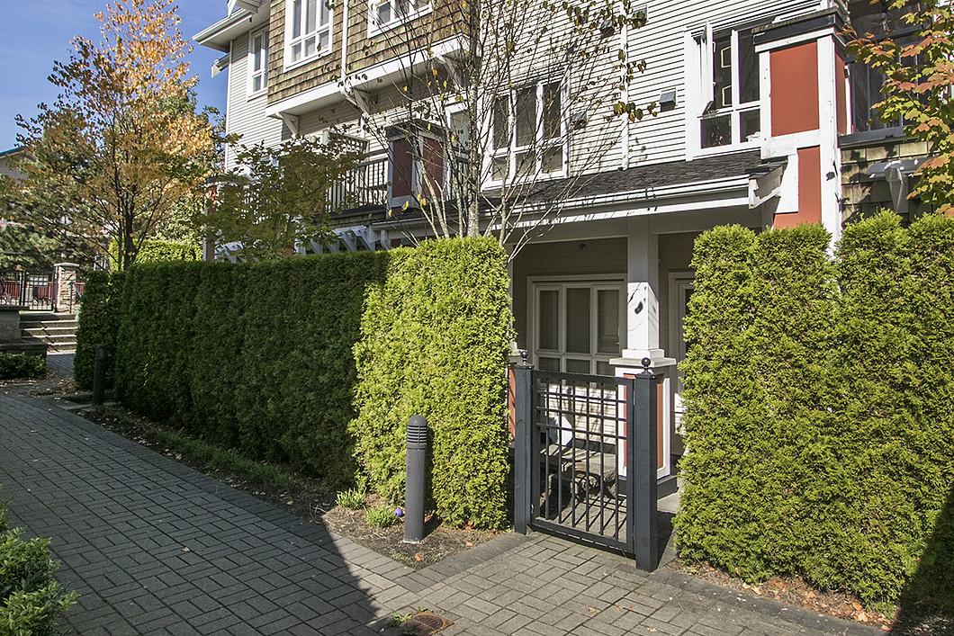 Maison de ville pour l Vente à Champlain Heights Townhome 3216 E. 54th Avenue Vancouver, Colombie-Britannique V5S 4W7 Canada