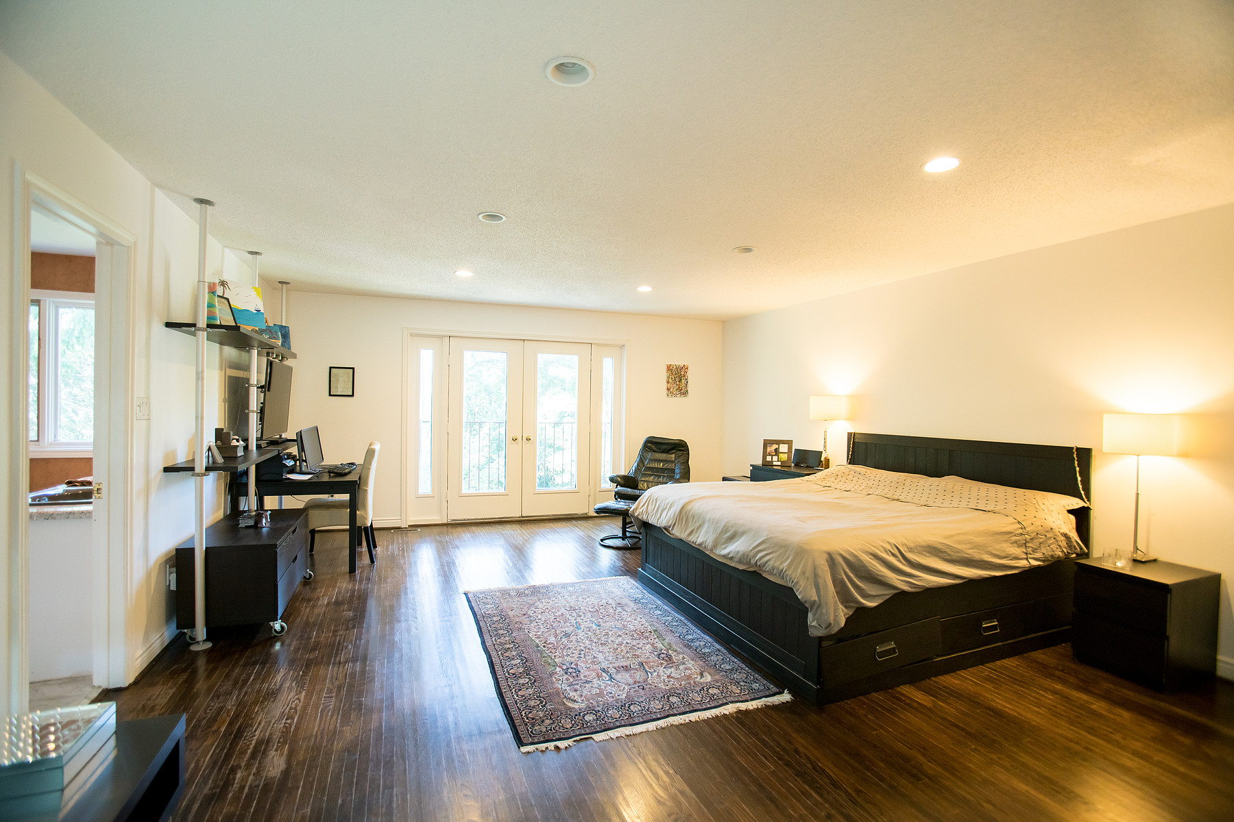 Additional photo for property listing at Mississauga, Greater Toronto Area 1402 Lorne Park Rd Mississauga, Ontario L5H3B3 Canada