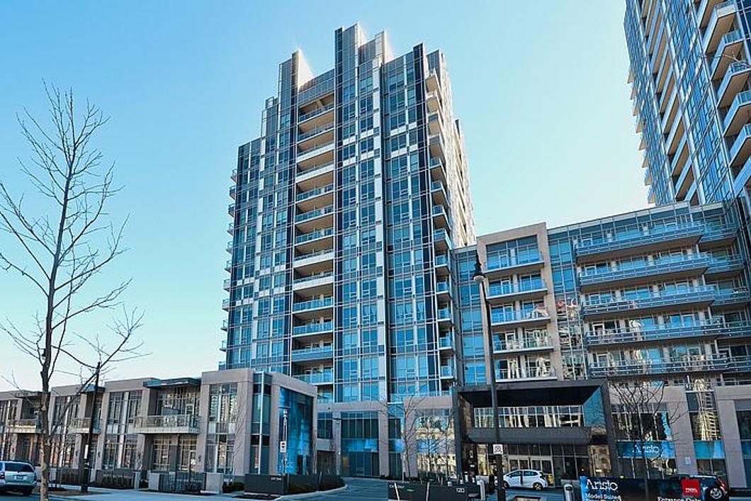콘도미니엄 용 매매 에 Shows Like A Model Suite 120 Harrison Garden Blvd Toronto, 온타리오주 M2N0H1 캐나다