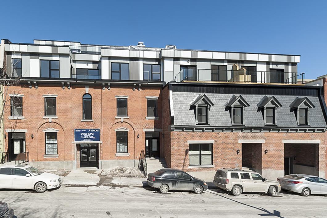 Nhà ở một gia đình vì Bán tại 2037 Rue Clark, Apt. Ph1 Montreal, Quebec H2X2R7 Canada