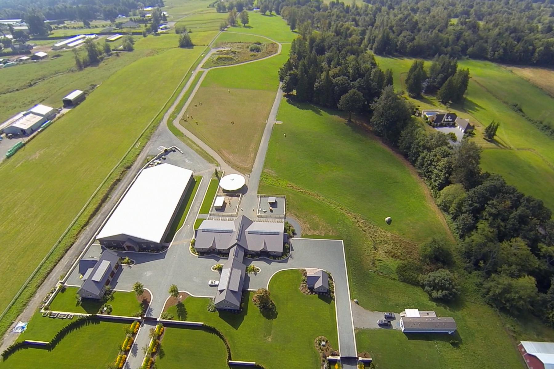 Fazenda / Quinta / Rancho / Plantação para Venda às Unrivaled Equestrian Lifestyle 29360 Townshipline Road Abbotsford, Columbia Britanica, V4X 1S1 Canadá