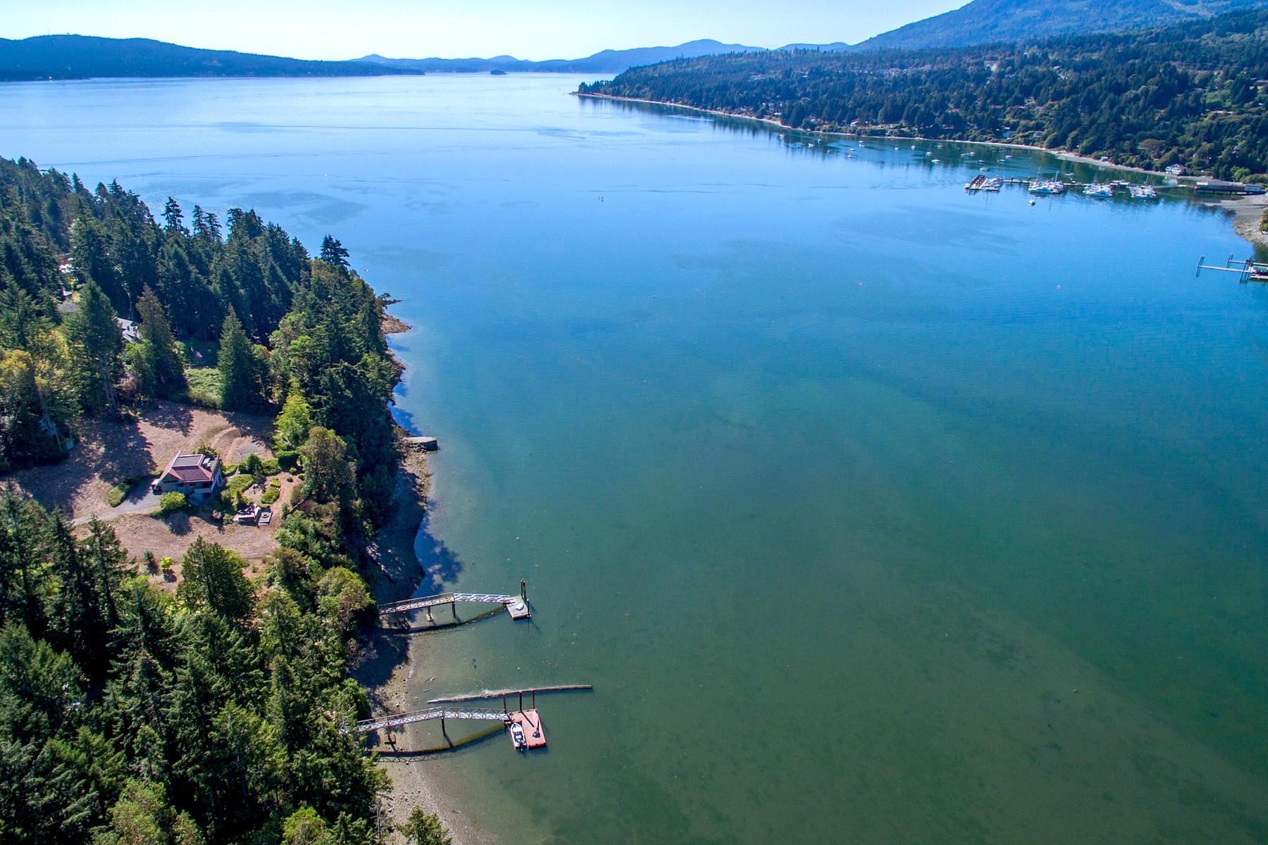 Nhà ở một gia đình vì Bán tại Low-Bank Ocean Front 690 Hollings Rd. Mill Bay, British Columbia, V0R 2P3 Canada