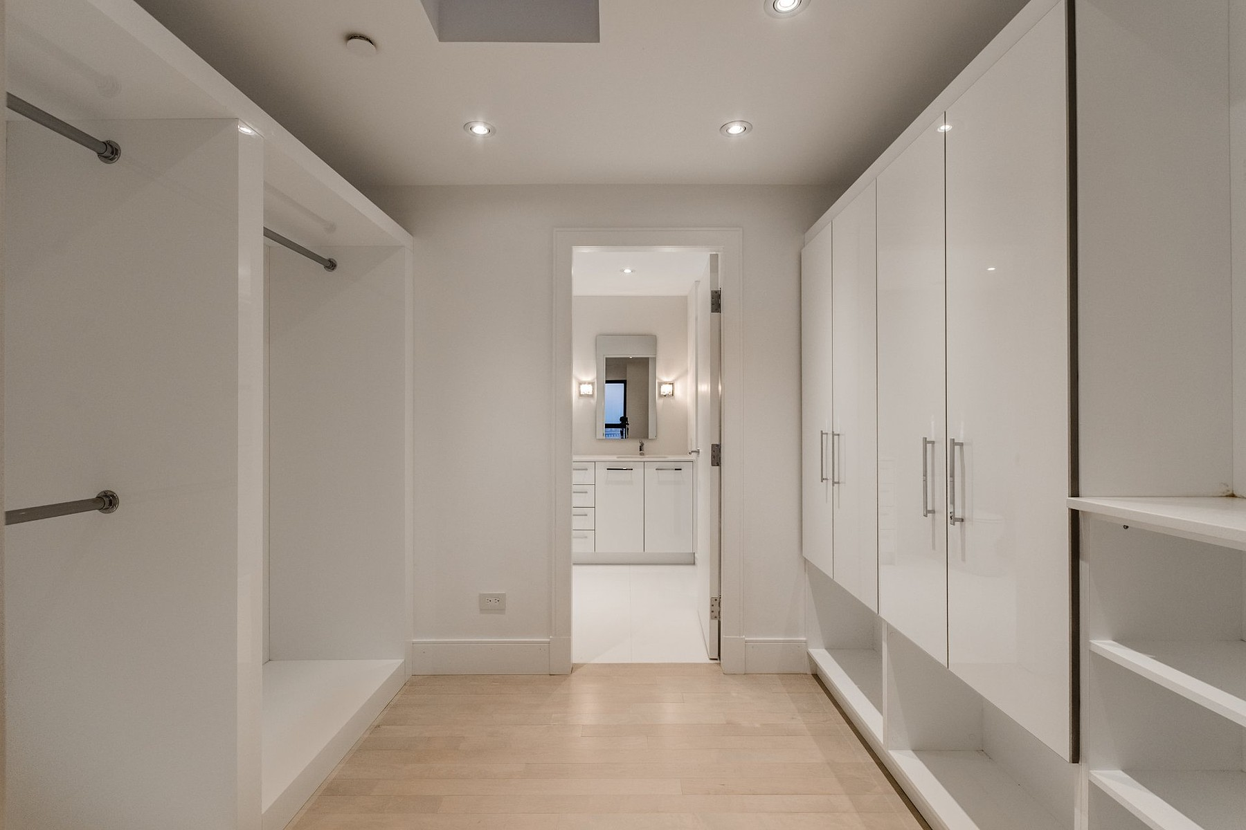 Additional photo for property listing at Ville-Marie, Montréal 1455 Rue Sherbrooke O., Apt. PH1 Ville-Marie, Квебек H3G1L2 Канада