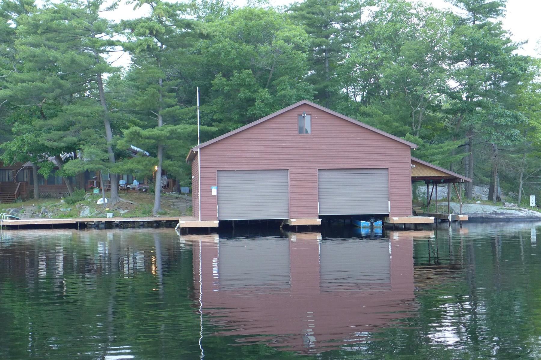 Casa Unifamiliar por un Venta en Water Access Cottage & Landing 6041 Severn River Shore Georgian Bay, Ontario L0K1E0 Canadá