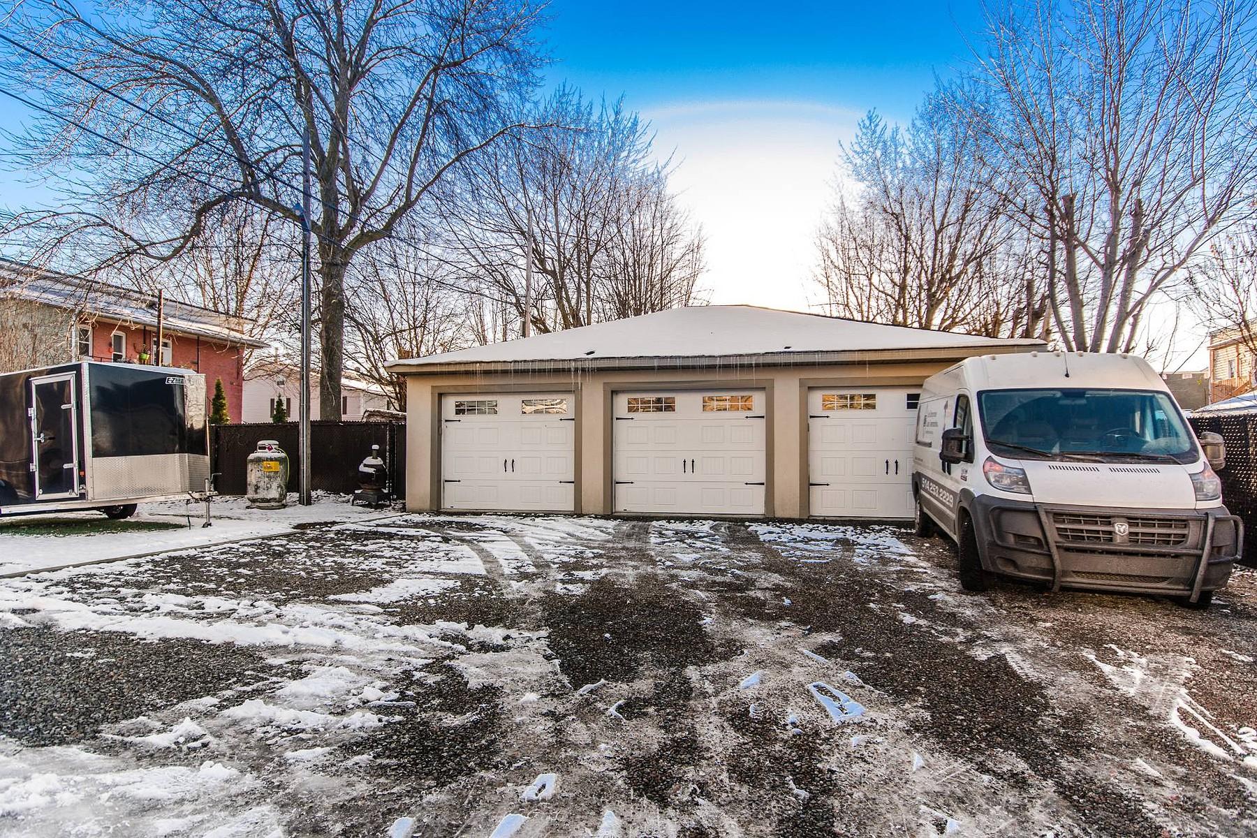 Additional photo for property listing at Saint-Hyacinthe, Montérégie 2610 Rue Girouard O. Saint-Hyacinthe, Québec J2S2B4 Canada