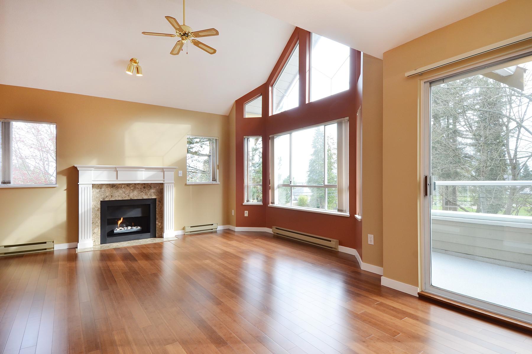 Nhà chung cư vì Bán tại Beautiful Central Park Unit 301-5565 Inman Avenue Burnaby, British Columbia V5H 2M2 Canada