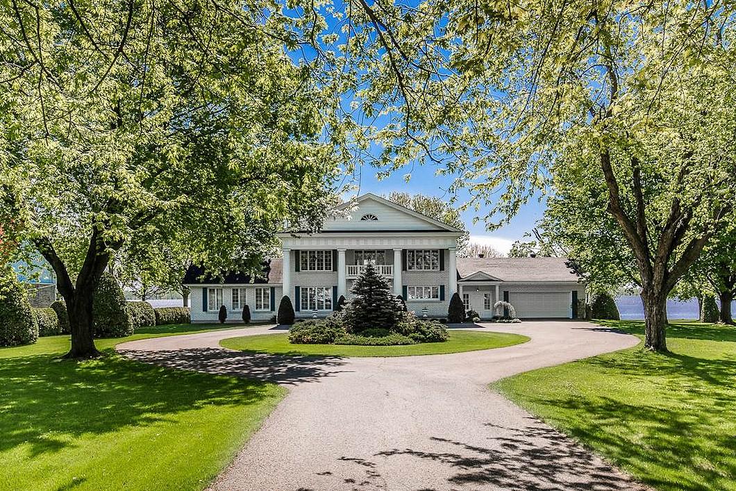 Частный односемейный дом для того Продажа на Repentigny (Repentigny), Lanaudière 900 Rue Notre-Dame Repentigny, Квебек J5Y1C7 Канада