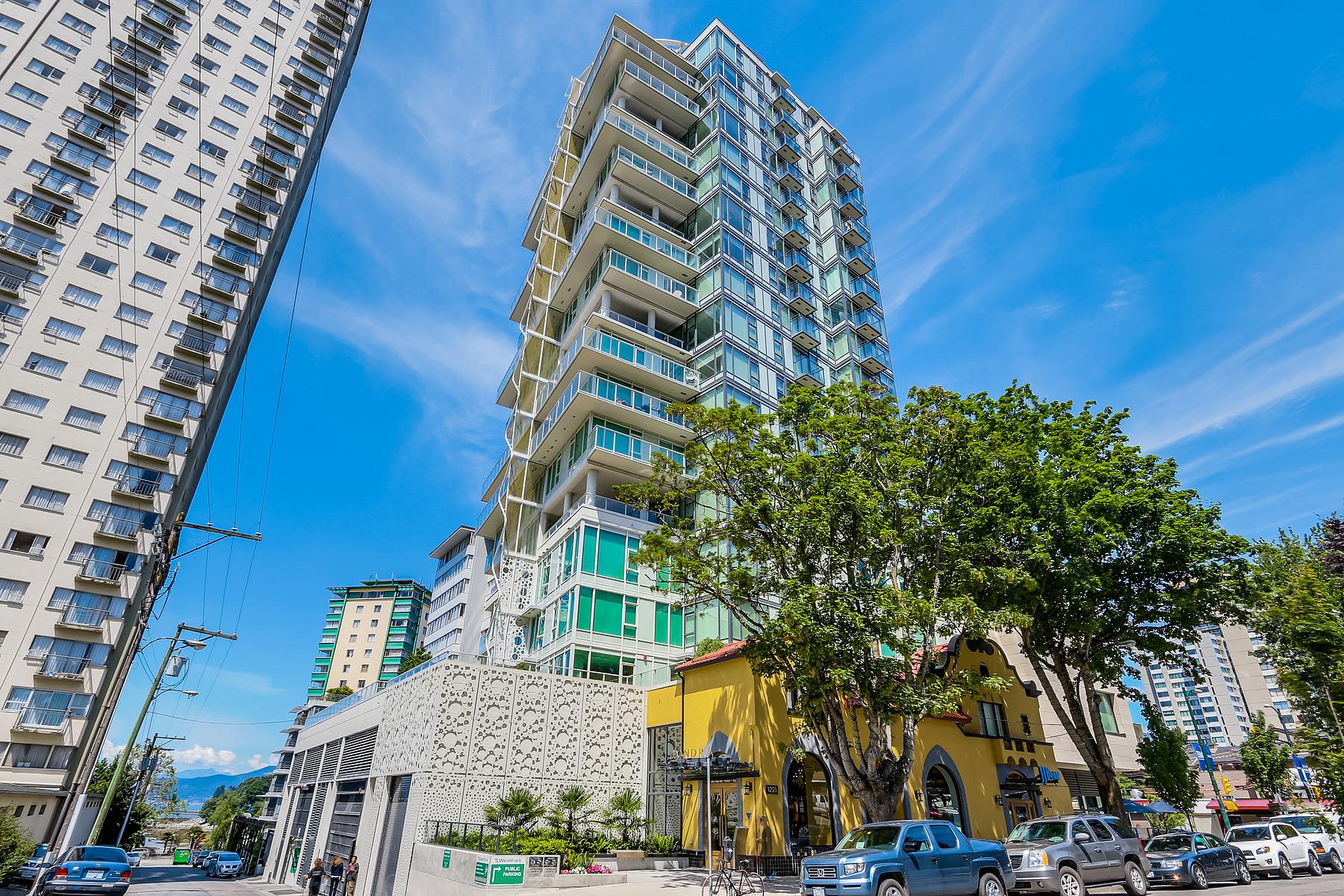 단독 가정 주택 용 매매 에 Gorgeous Sweeping Views 807 1221 Bidwell Street Vancouver, 브리티시 컬럼비아주 V6G 0B1 캐나다