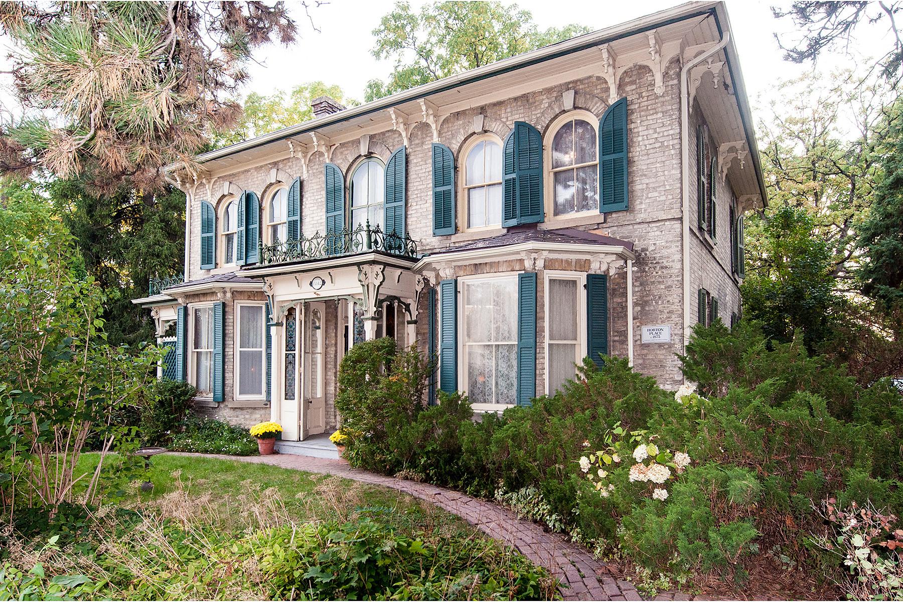 獨棟家庭住宅 為 出售 在 Horton Place 15342 Yonge Street Aurora, 安大略省 L4G1N8 加拿大