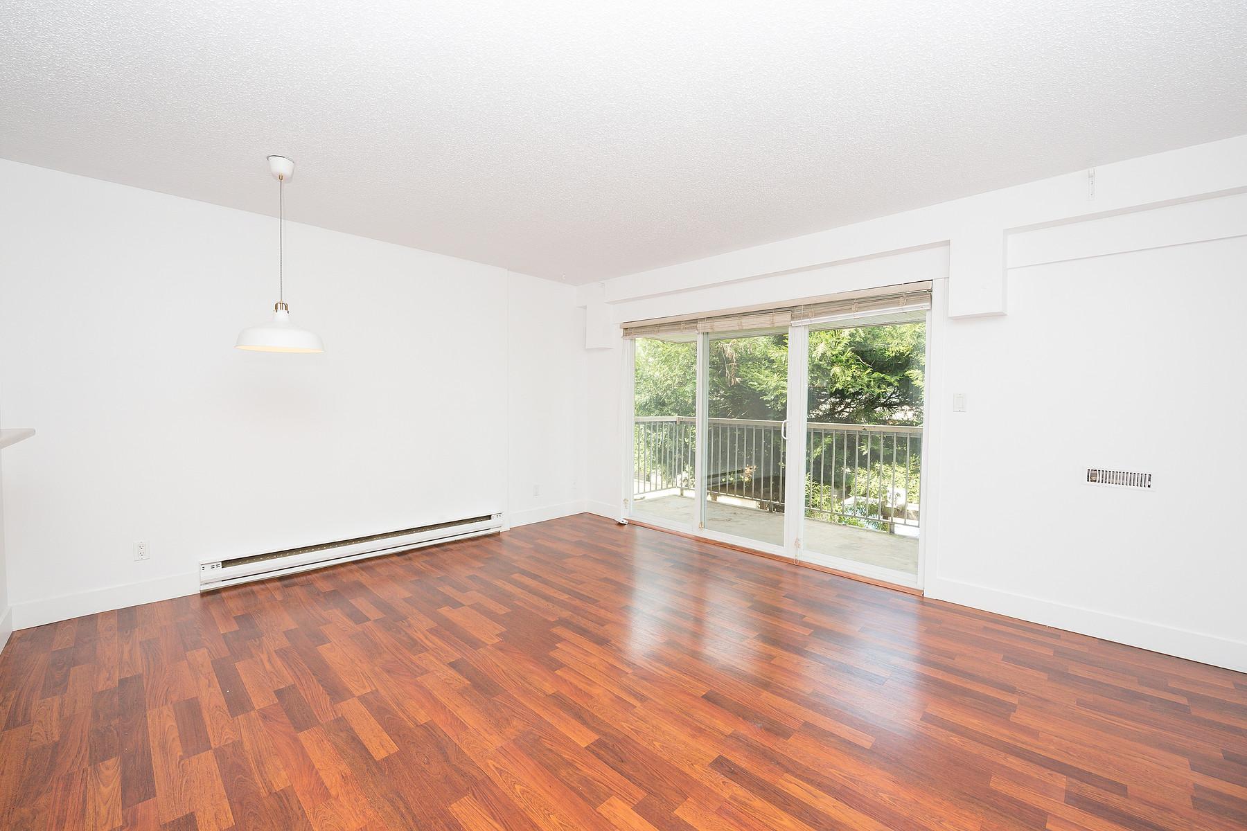 Nhà chung cư vì Bán tại Trendy Mount Pleasant Studio 202-825 E. 7th Avenue Vancouver, British Columbia V5T 1P4 Canada