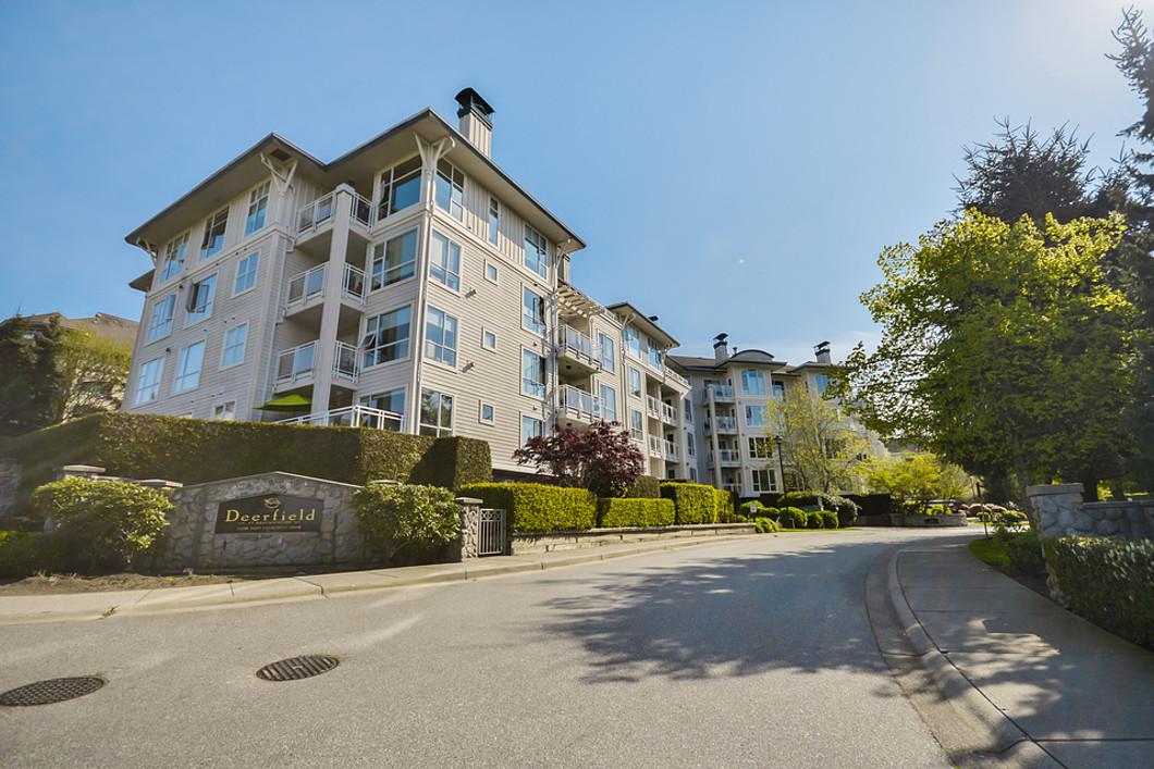 콘도미니엄 용 매매 에 Beautiful Condo with Waterview 101-3608 Deercrest Drive North Vancouver, 브리티시 컬럼비아주 V7G2S8 캐나다