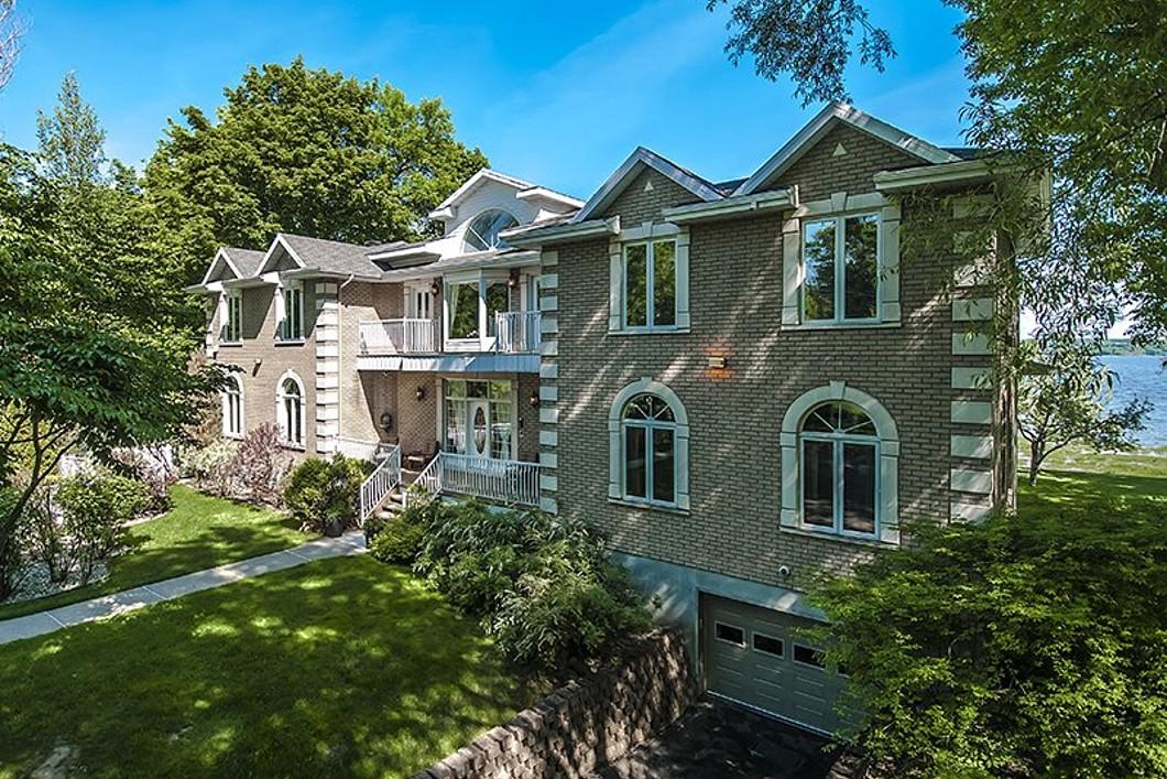 Single Family Home for Sale at Saint-Laurent-de-l'Île-d'Orléans, Capitale-Nationale 401 Ch. Royal Saint-Laurent-Ile-D'orleans, Quebec G0A3Z0 Canada