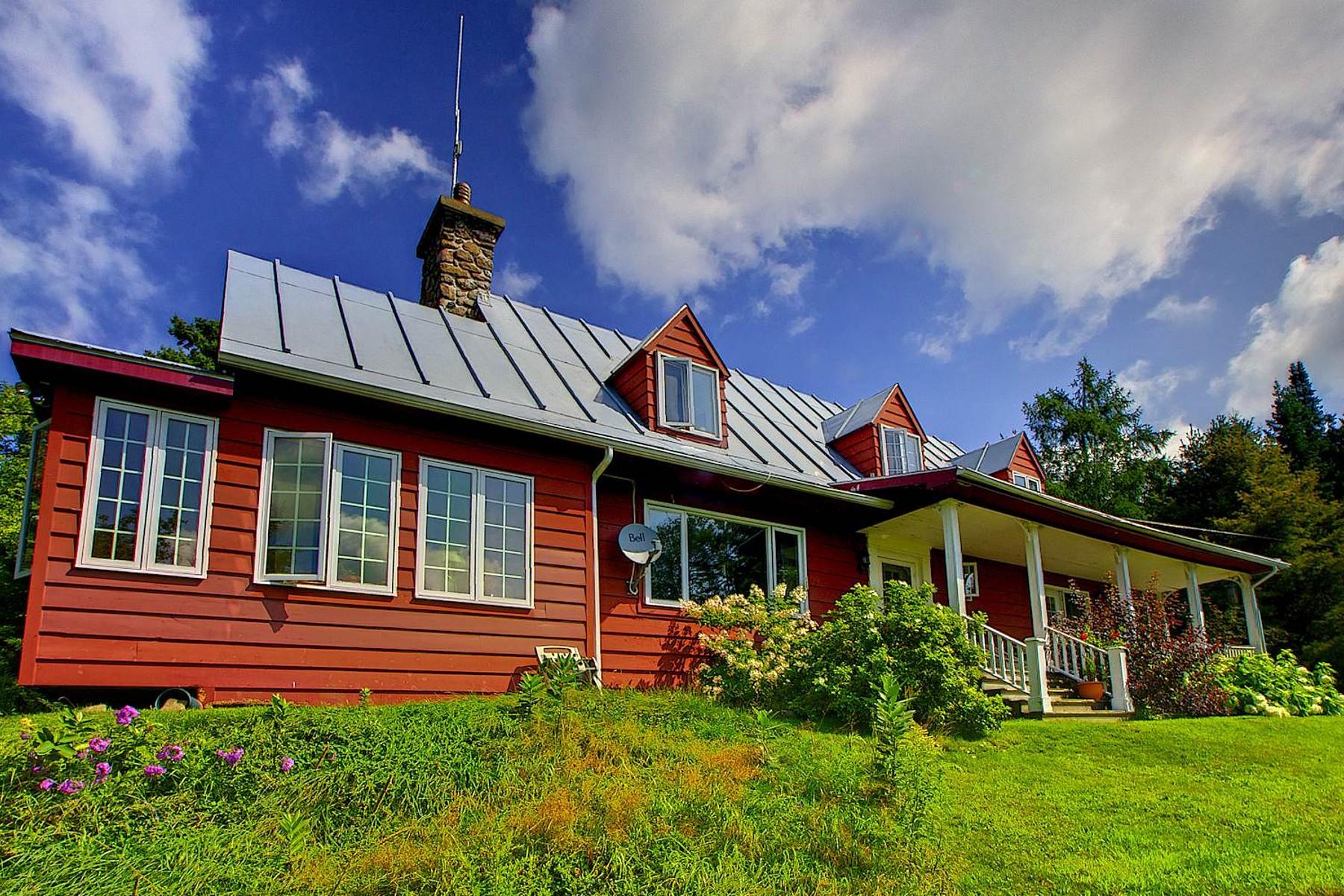 Single Family Home for Sale at Sainte-Anne-des-Lacs, Laurentides 1047 Ch. de Ste-Anne-des-Lacs Sainte-Anne-Des-Lacs, Quebec, J0R1B0 Canada