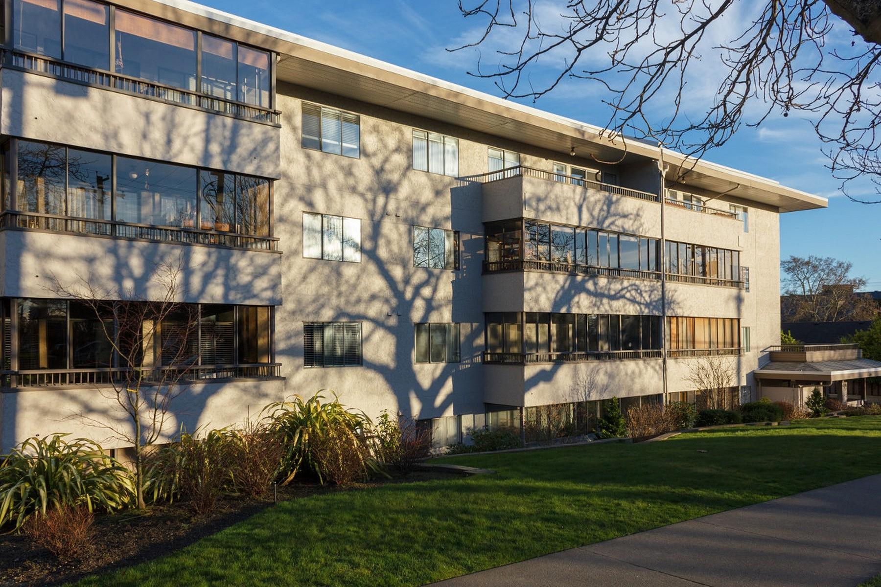 Nhà chung cư vì Bán tại Sought After Fairfield Condo 103- 439 Cook St Victoria, British Columbia V8V 3Y2 Canada