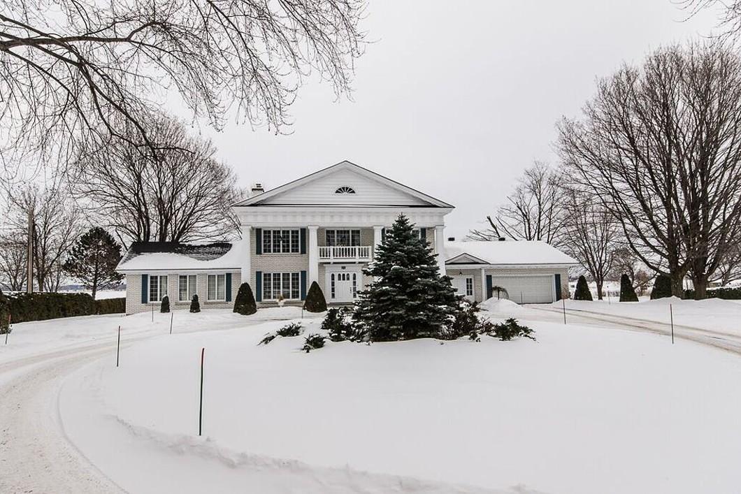 Nhà ở một gia đình vì Bán tại Repentigny (Repentigny), Lanaudière 900 Rue Notre-Dame Repentigny, Quebec J5Y1C7 Canada