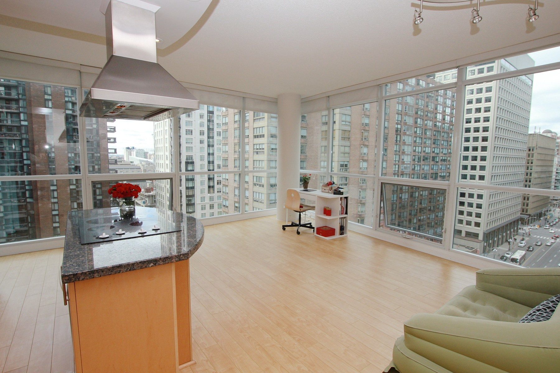 Additional photo for property listing at Corner Suite at 1121 Bay 1121 Bay St  1403 Toronto, Ontario M5S3L9 Canada