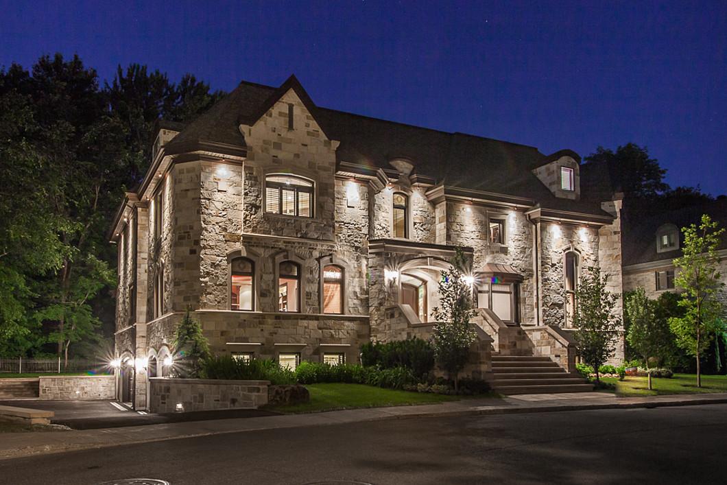独户住宅 为 销售 在 Grande résidence classique 9, rue de l'Orée-du-Bois Est Verdun Ile Des Soeurs, 魁北克省 H3E2A2 加拿大