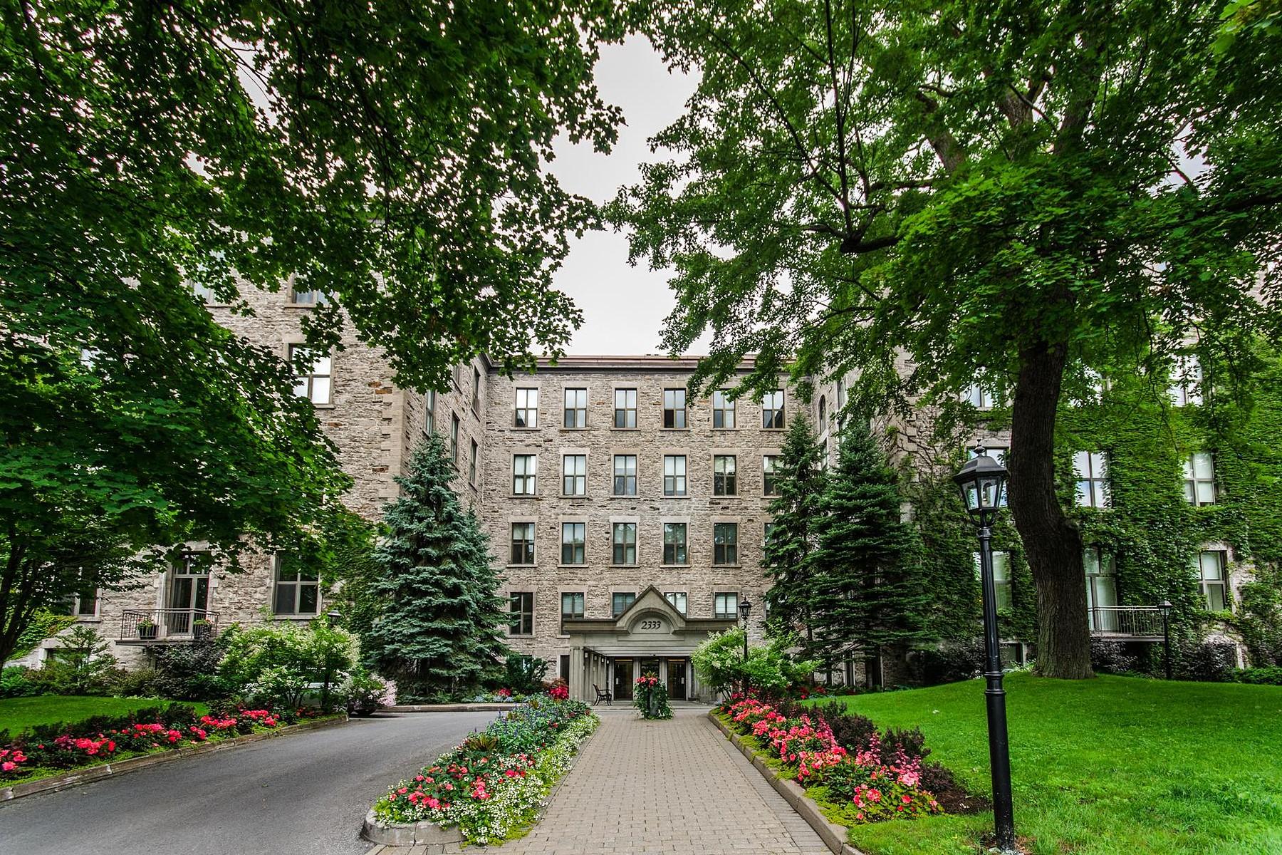 Vivienda unifamiliar por un Venta en Ville-Marie (Montréal), Montréal 2333 Rue Sherbrooke O., Apt. 200 Montreal, Quebec H3H2T6 Canadá
