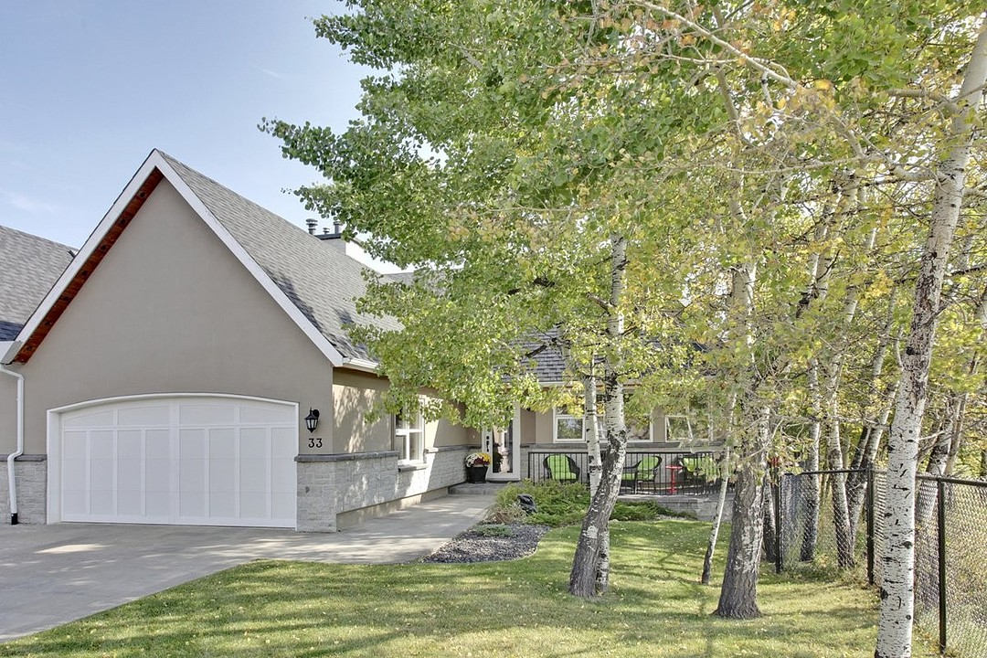 Additional photo for property listing at Calgary, Calgary and Foothills 33 1359 69 St Sw Calgary, Alberta T3H 3W8 Canada