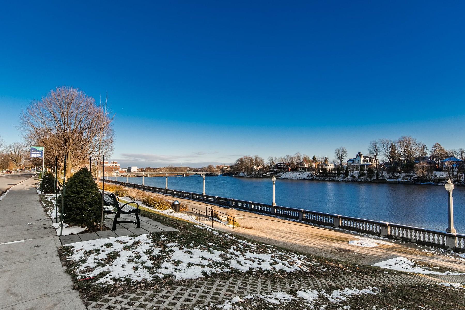 Additional photo for property listing at Saint-Hyacinthe, Montérégie 2610 Rue Girouard O. Saint-Hyacinthe, Quebec J2S2B4 Canada