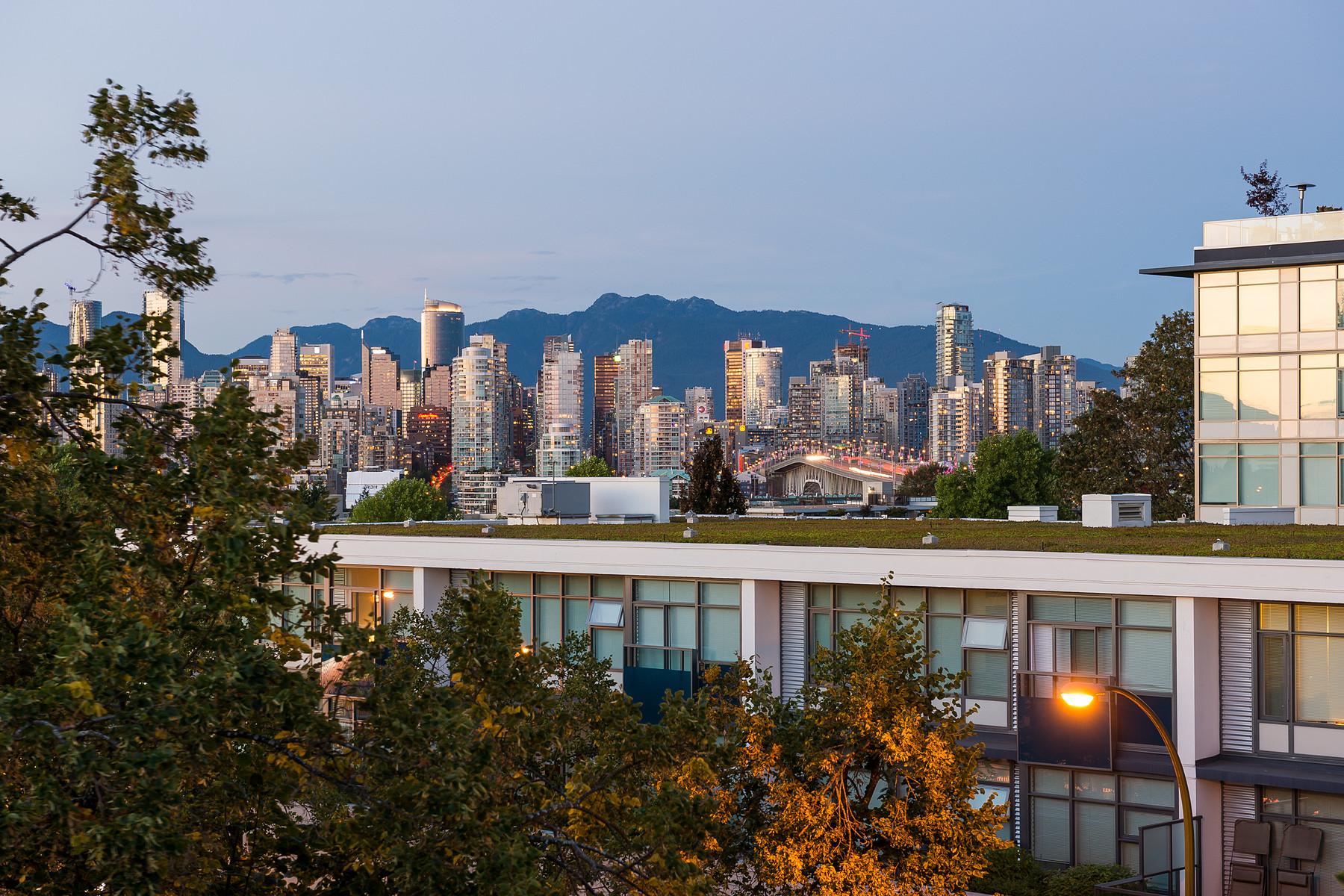 콘도미니엄 용 매매 에 Vancouver Skyline Views 312-1823 W. 7th Avenue Vancouver, 브리티시 컬럼비아주 V6J 5K5 캐나다